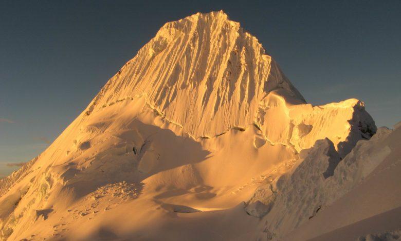 Photo of Due giovani alpinisti italiani dispersi sull'Alpamayo in Perù