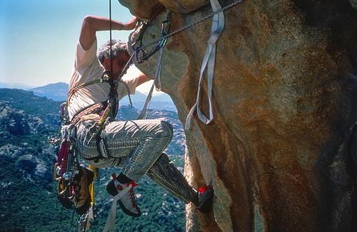 A. Gogna sulla 4a L di T39°, parete sud del Balbacanu, 1a asc (Rocche di San Pantaleo). 29.08.2000