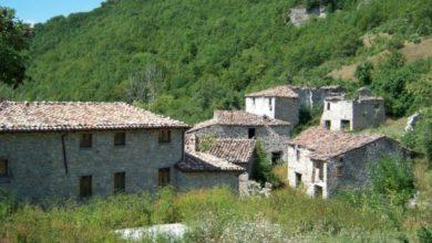 """Photo of L'INCHIESTA SUI BORGHI ABBANDONATI Valle Piola (Laga) ancora in vendita a 500mila euro. Il sindaco: """"A breve un albergo diffuso"""""""