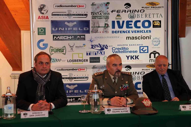 Il comandante delle truppe alpine con i sindaci di Dobbiaco e San Candido
