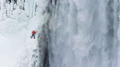 Photo of I canadesi Will Gadd e Sarah Hueniken salgono le ghiacciate cascate del Niagara