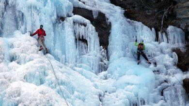 Photo of Sani e salvi i tre ice-climber bloccati in cima alla cascata Durango