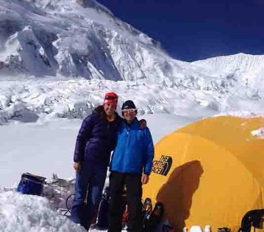Photo of Manaslu, Simone Moro e Tamara Lunger allestiscono il campo base