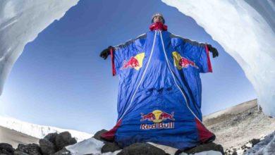 Photo of Il russo Valery Rozov si lancia in tuta alare per 3mila metri dal Kilimanjaro