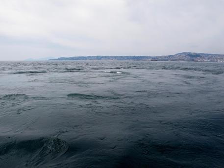Emissione fluidi porto Napoli: causata da rottura condotta