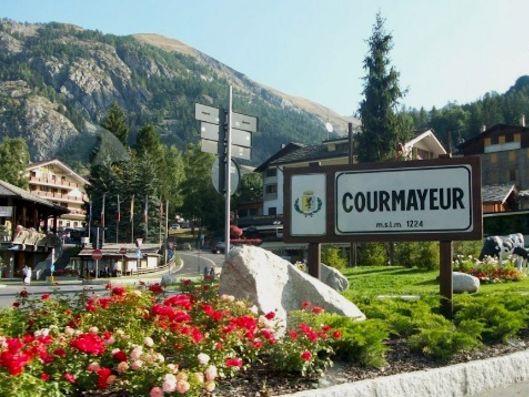 Photo of Scoperta truffa a Courmayeur: offerte per albergo fantasma