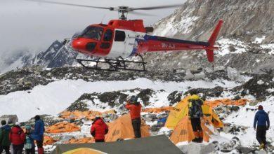 Photo of Everest, salvati in elicottero circa 150 alpinisti da campo 1 e campo 2