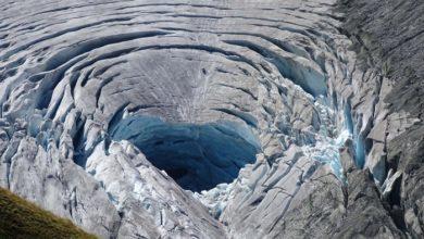 Photo of Caldo estivo, si apre una voragine nel ghiacciaio