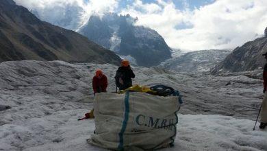Photo of Pulizia sul ghiacciaio Mer de Glace: raccolte 3,5 tonnellate di rifiuti