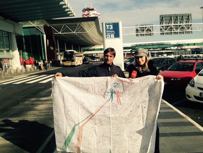 Daniele Nardi porta con se l Alta Bandiera dei diritti umani