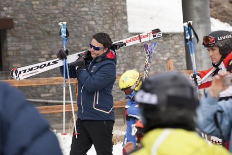 Italian Premier Matteo Renzi with his family during his brief skiing vacation in Courmayeur, in the northern region of Valle d'Aosta, Italy, 2 January 2014. ANSA/FABIO DI BELLO