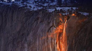 """Photo of Yosemite Falls, le cascate che si """"incendiano"""""""