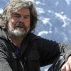 """ARCHIV: Extrembergsteiger Reinhold Messner posiert waehrend einer Rast vorm Ortlermassiv in der Naehe von Sulden in Suedtirol (Foto vom 02.08.11). Fuer Messner gibt es bei seiner Leidenschaft bestimmte Grenzen. Er habe einen sehr gut funktionierenden Selbsterhaltungstrieb, der ihm sage, """"bis hierher und nicht weiter"""", sagte der 67-Jaehrige dem Magazin """"Freundin Donna"""" laut einem Vorabbericht vom Dienstag (11.09.12). In solch einer Situation bekomme er Angst und kehre um. Seine groesste Leistung als Bergsteiger sei es, ueberlebt zu haben, sagte Messner weiter. (zu dapd-Text) Foto: Joern Haufe/dapd"""