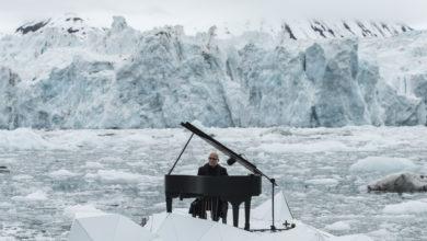Photo of Ludovico Einaudi suona sul ghiacciaio per salvare l'Artico