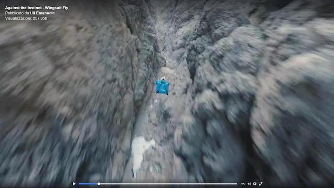 Il basejumper Uli Emanuele sulle Dolomiti