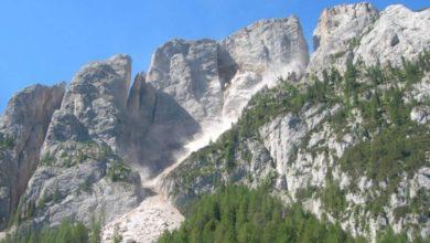 Photo of Grossa frana su Dolomiti, vien giù parete Cima Undici