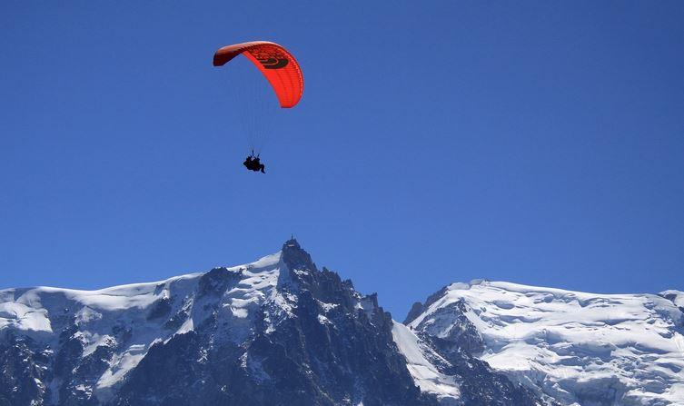 Stop ai sorvoli in parapendio e deltaplano sul Monte Bianco