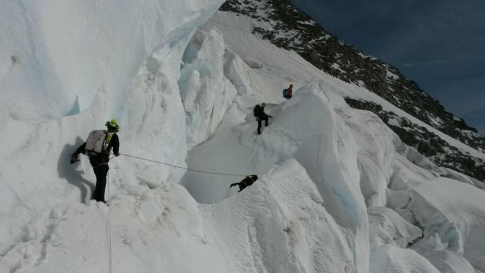 Soccorritori impegnati nelle ricerche dei due alpinisti dispersi sul Monte Bianco. 2 novembre 2016