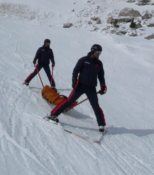 Carabinieri in servizio di soccorso sulle piste in Alto Adige