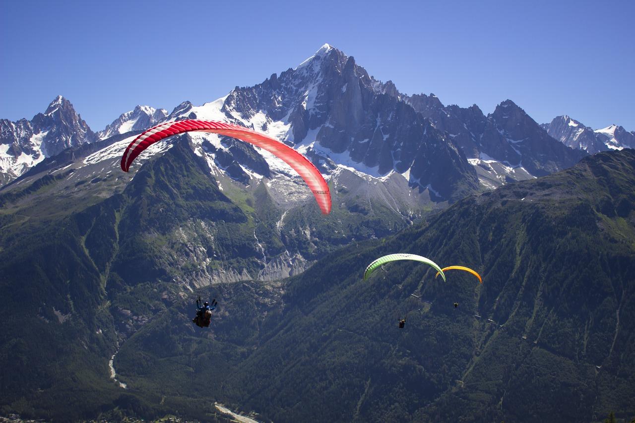 Svizzera: incidente paracadute, un morto