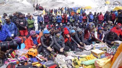 Photo of Protesta degli Sherpa sull'Everest per i certificati di vetta