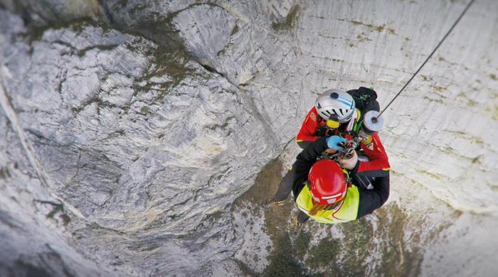 Salvataggio in parete con elicottero, in Trentino. Nucleo elicotteriANSA/UFF STAMPA PROVINCIA +++NO SALES, EDITORIAL USE ONLY+++