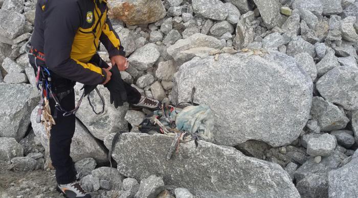 Resti umani su Monte Bianco. Courmayeur (Aosta), 11 agosto 2017. Photo credit: Soccorso alpino della guardia di finanza di Entreves