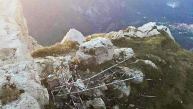 Photo of Nuova croce in vetta alla Grignetta dopo l'atto vandalico