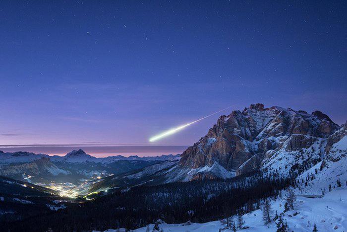 la foto scattata il 14 novembre dal fotografo inglese Ollie Taylor da Passo Falzarego di un meteorite che entra nell'atmosfera terrestre nel cielo sopra a La Villa, in Alta Badia (Bolzano), pubblicata sul sito dell'Esa, l'agenzia spaziale europea, insieme ad un'intervista all'autore il 16 novembre 2017.  +++ATTENZIONE LA FOTO NON PUO' ESSERE PUBBLICATA O RIPRODOTTA SENZA L'AUTORIZZAZIONE DELLA FONTE DI ORIGINE CUI SI RINVIA+++