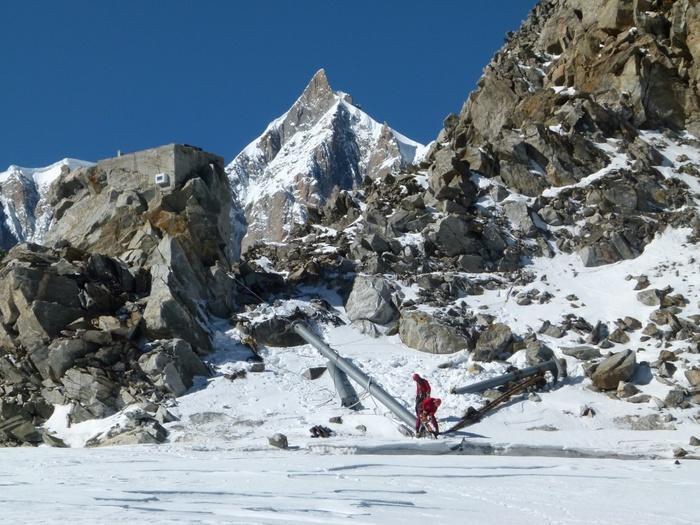 Aosta, Skyway Monte Bianco tutela la bellezza del tetto d'Europa con le operazioni di pulizia del ghiacciaio