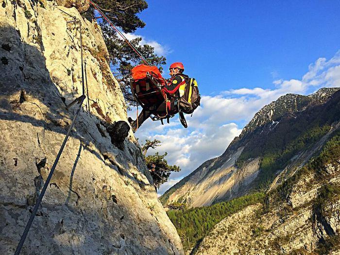 escursionista dolomiti brenta