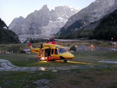 Funivia Monte Bianco: cabine in stazione, tutti salvi