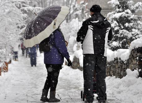 Snowfall in Aosta, northern Italy, 04 January 2016. ANSA/ THIERRY PRONESTI