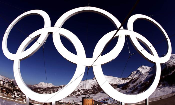 Una veduta delle piste del Colle dalla terrazza della torre del villaggio olimpico del Sestriere, in una immagine del 10 febbraio 2006. ANSA/CLAUDIO ONORATI