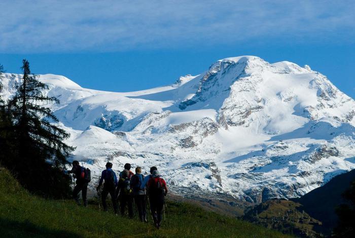 Nella foto distribuita dall'ufficio stampa il 7 settembre 2013 foto di una pasasta edizione del Tor des Geants, la 'supermaratona' lungo le Alte vie della Valle d'Aosta: 330 chilometri di corsa in montagna, 24.000 metri di dislivello positivo e 25 colli a oltre 2.000 metri da superare, 150 ore di tempo massimo per completare il percorso, sette basi vita e 43 punti rifornimento per rifocillarsi e riposarsi. La maratona avrà inizio l'8 settembre 2013. ANSA/UFFICIO STAMPA MARATONA TOR DE GEANTS +++NO SALES - EDITORIAL USE ONLY