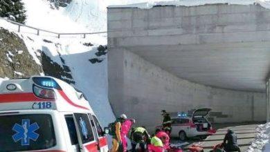 Photo of Snowboarder sbaglia via e finisce sulla statale