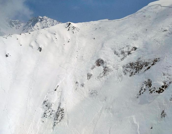 La valanga staccatasi a Pila (Aosta), 7 aprile 2018 Foto credit: Soccorso alpino Guardia di finanza Entrèves