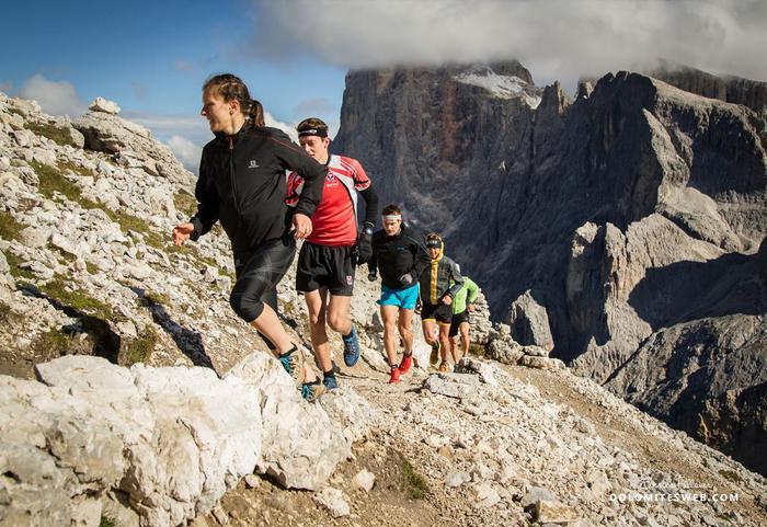 Corsa in montagna. ANSA/UFF STAMPA APT S.M.DI CASTROZZA +++NO SALES, EDITORIAL USE ONLY+++