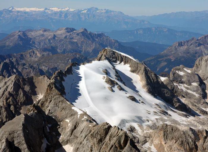 Ghiacciai, Dolomiti, Marmolada immagine ripresa con drone nell'estate 2014