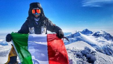 Photo of Danilo Callegari in vetta al Monte Vinson in Antartide