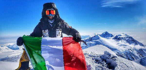 Photo of Danilo Callegari in vetta al Monte Vinson in Antartide