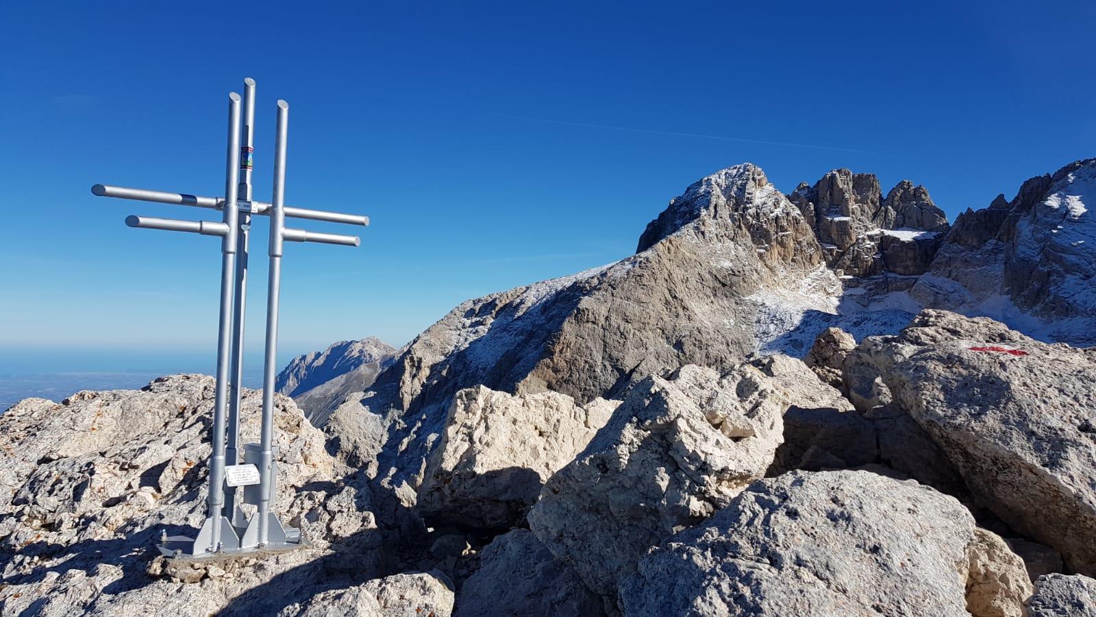 Croci e opere d'arte in montagna. Sì o No?