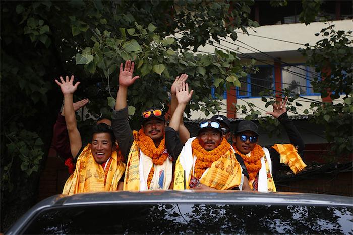 Photo of Record 14/8000: per Nirmal Purja e il suo team è festa a Kathmandu