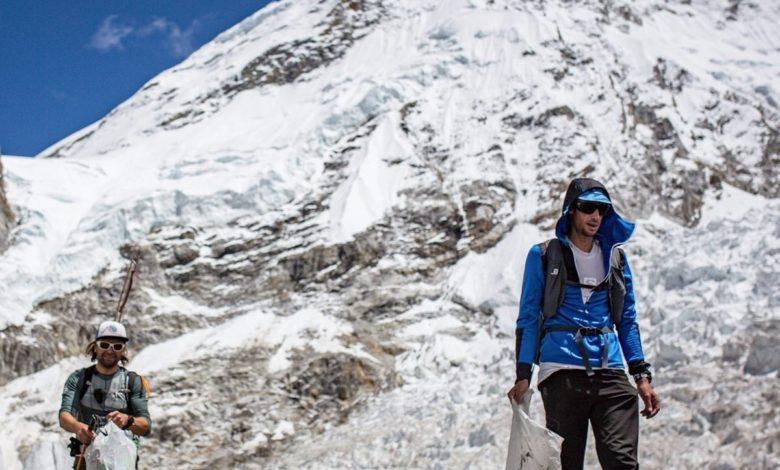 Photo of Kilian Jornet raccoglie i rifiuti sull'Everest