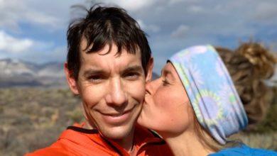 Photo of Alex Honnold si sposa: Sanni ha detto sì