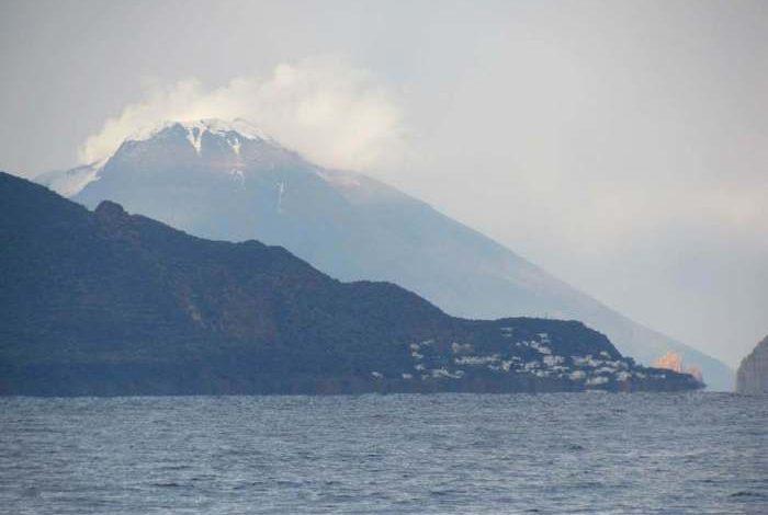 Photo of Nevica sullo Stromboli in eruzione