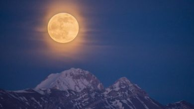Photo of La luna piena illumina il Gran Sasso, che scatto!