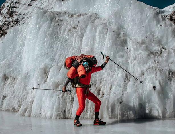 Photo of Jost Kobusch avanza sull'Everest