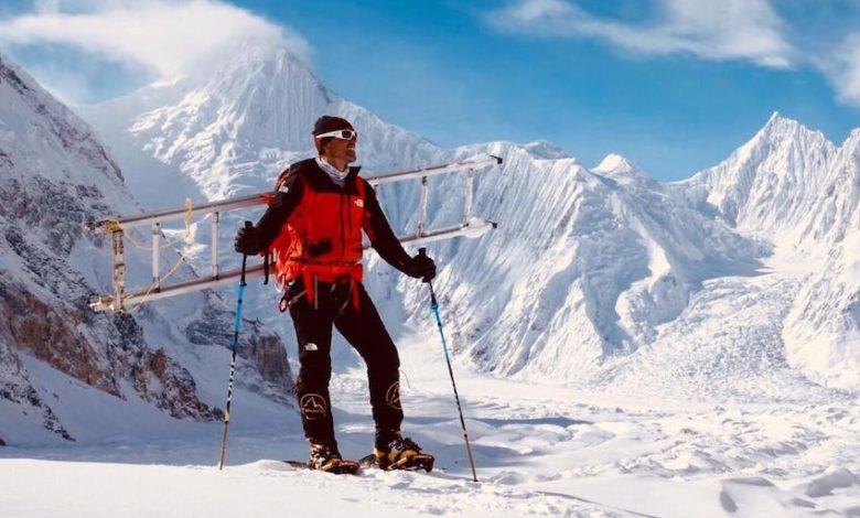 Photo of Simone Moro scala verso campo 2 del Gasherbrum I