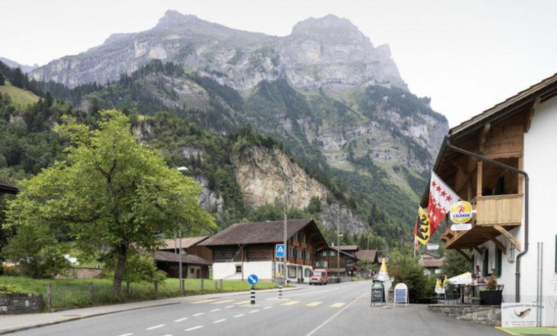 Photo of Svizzera, intero paese nell'Oberland bernese deve evacuare per 10 anni